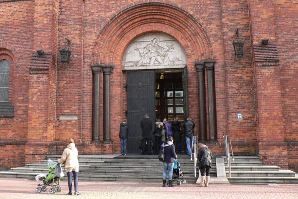 Stałe transmisje z pruszkowskiego kościoła