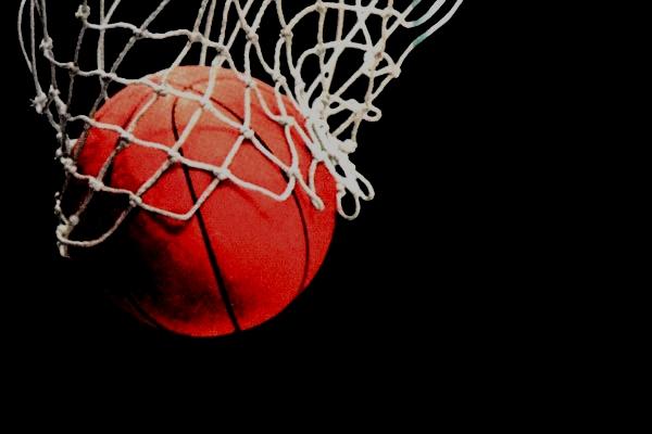 Minimalna porażka koszykarzy na wyjeździe