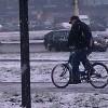 Śnieg ze ścieżek rowerowych za miasto