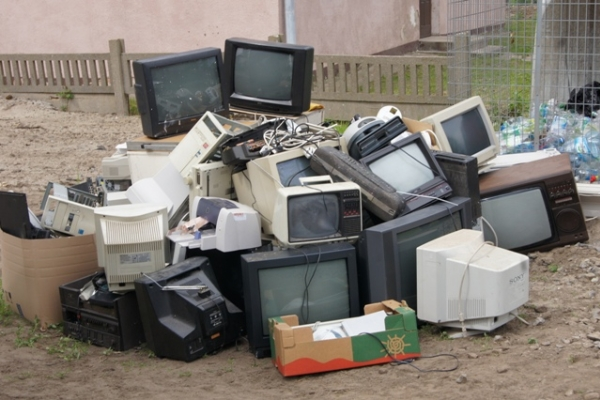 """Proste wyrzucanie """"kłopotliwych"""" odpadów"""