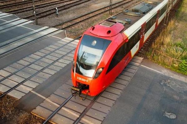 Pociągi jeżdżą pod prąd