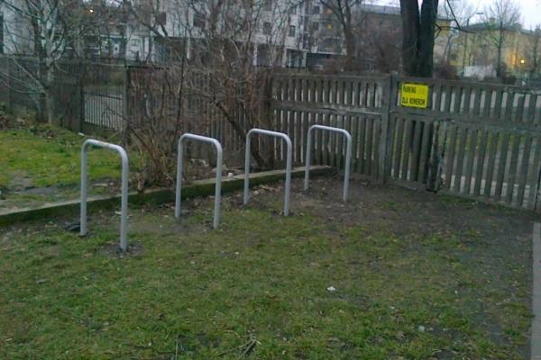 Szansa na stojaki rowerowe przy dworcach